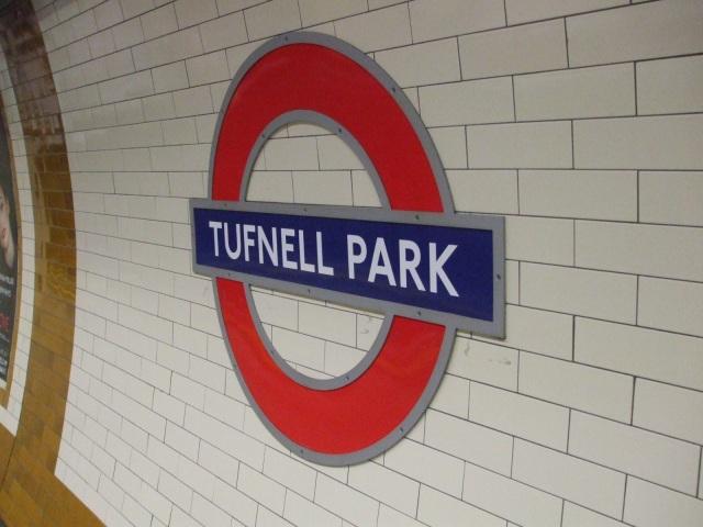 Tufnell_Park_stn_roundel